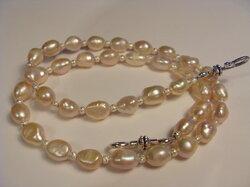 Rosa ovala pärlor