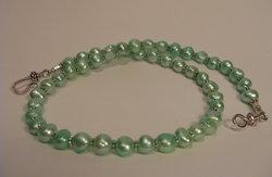 Halsband i turkosa pärlor